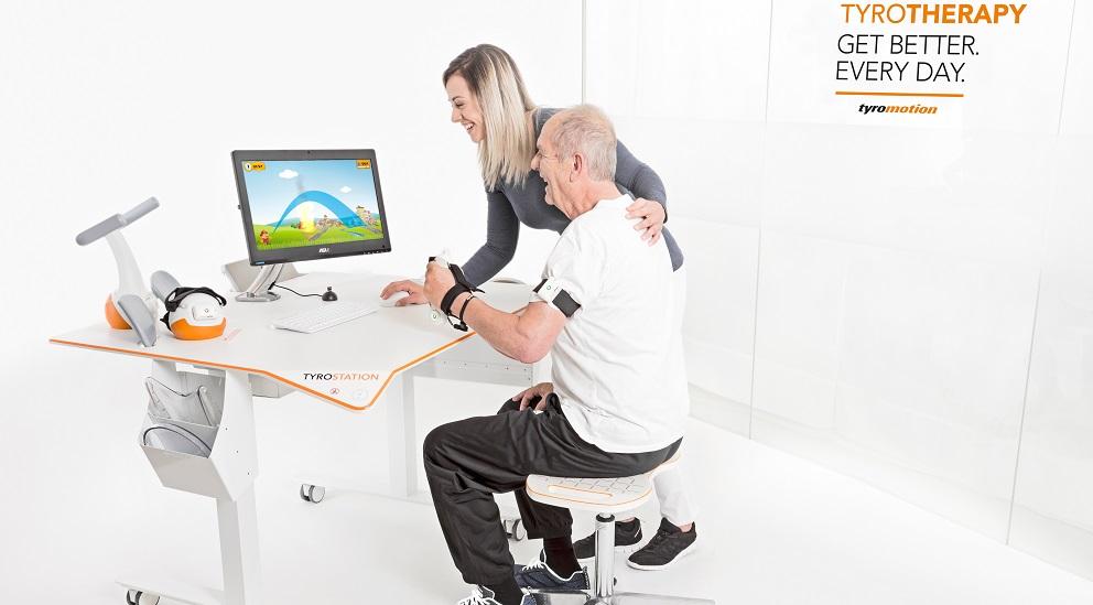 TYROSTATION in Therapieanwendung mit älterem Patienten