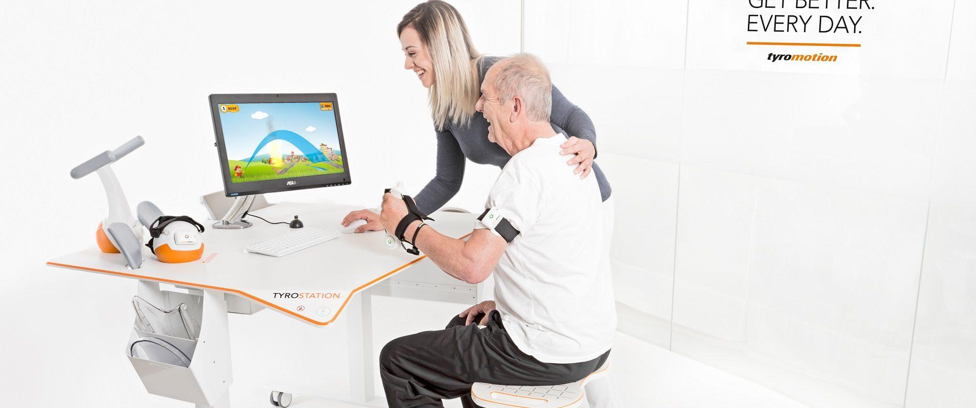 TYROSTATION in Therapieanwendung mit älterem Patient